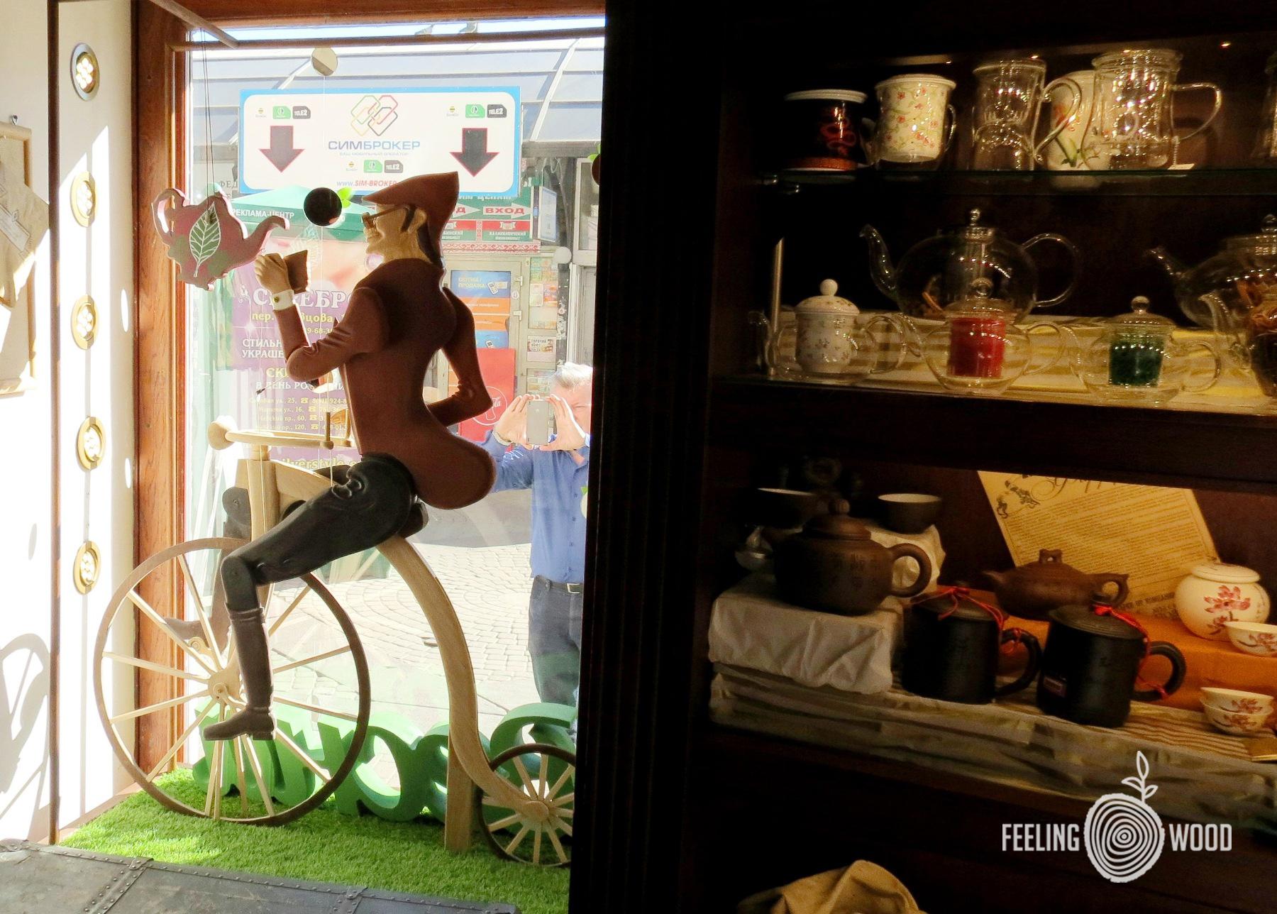 Унция-велосипедист-оформление-витрин-изделия-из-дерева-на-заказ