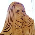 Деревянный-держатель-для-медалей-триатлон-с-фигурой-спортсмена-и-гравировкой-от-Feeling-Wood