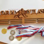 Держатель-для-медалей-хоккей-с-фигурой-вратаря-Лови-Удачу-от-Feeling-Wood
