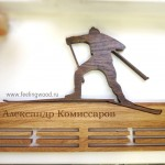 Держатель-для-медалей-с-гравировкой-лыжный-спорт-от-Feeling-Wood