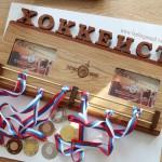 Держатель-для-медалей-с-рамками-для-фото-медальница-ХОККЕЙ-от-Feeling-Wood