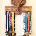Деревянная именная медальница по индивидуальному эскизу с гравировкой от Feeling Wood