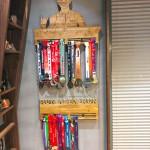 Деревянная именная медальница портрет по фото с гравировкой от Feeling Wood