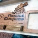 Медальница-с-фигурой-вратаря-фоторамкой-и-штангами-для-медалей-от-Feeling-Wood