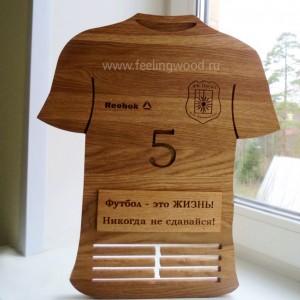 деревянный-держатель-для-медалей-футболка-с-гравировкой-медальницы-от-Feeling-Wood-1
