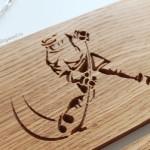 Деревянная-медальница-с-персональной-гравировкой-Хоккей-от-Feeling-Wood