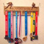 Медальница бег лыжи - держатели для медалей на заказ от Feeling Wood
